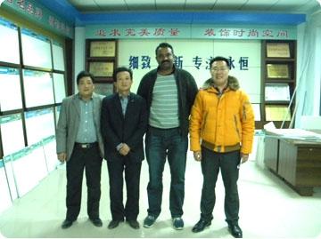 2010年12月份印度客商来我公司订购珍珠岩吸音板